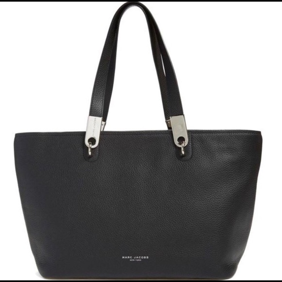2e828a3fedd7 Marc Jacobs  Pike Place  East West Leather Tote. M 5c5a5383035cf13dc14e2bff